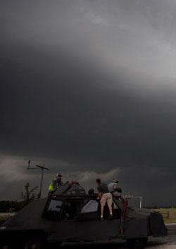 Fırtına Peşinde - Storm Chasers izle