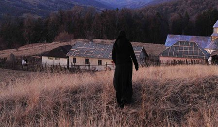 Tepelerin Ardında - Beyond The Hills izle