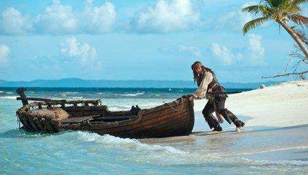 Karayip Korsanları: Gizemli Denizlerde