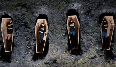 Toprak Altında - Buried izle