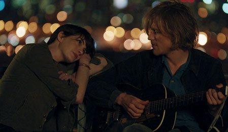 Aşk Şarkısı - Song One izle